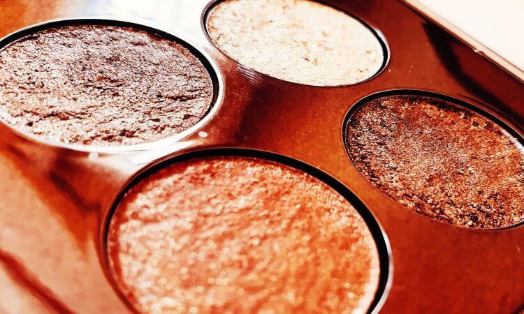 Reviewing Roen's Warm Eyeshadow Palette