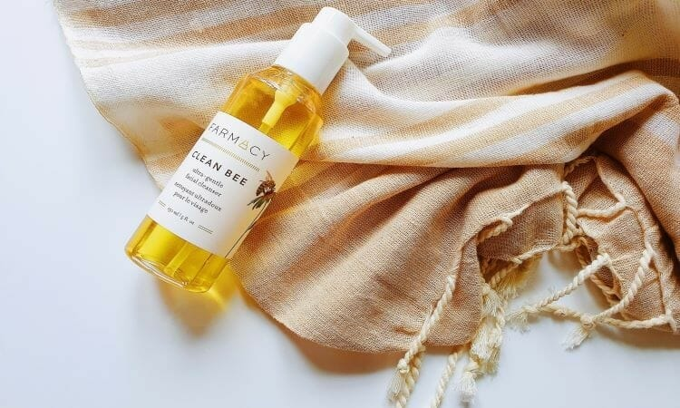 Reviewing Farmacy's Clean Bee Ultra-Gentle Facial Cleanser