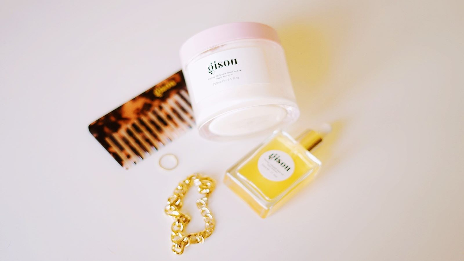 A review of Gisou's Honey Infused Hair Mask